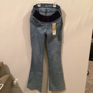 Levi  Strauss Signature Maternity Jeans